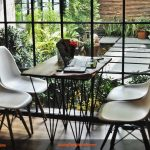 Có nên mua bàn ghế cafe nhựa chân gỗ?