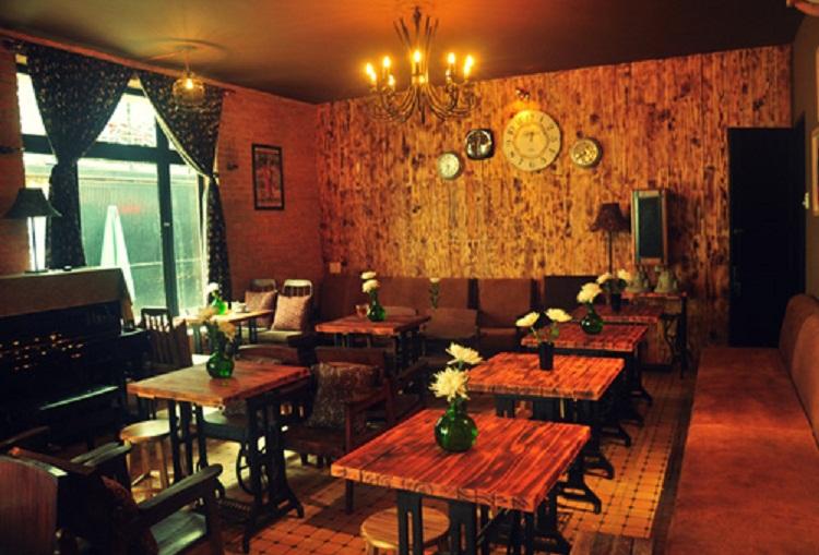 Quán cafe với thiết kế đơn giản những vẫn đậm phong cách hoài cổ, độc đáo