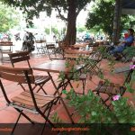 Bàn ghế quán cafe gỗ khung sắt xếp tiện lợi
