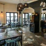 Lựa chọn bàn ghế cafe đẹp: bàn ghế cafe phong cách cổ điển Rustic