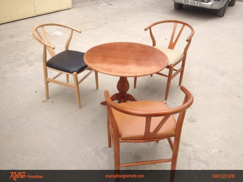 Mẫu ghế dựa gỗ kết hợp cổ điển và hiện đại