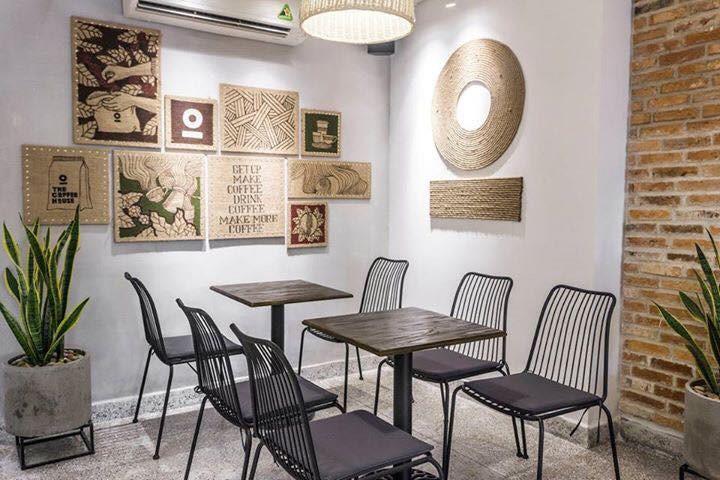 Bàn ghế cho quán cà phê không cần quá đắt, chỉ cần phù hợp