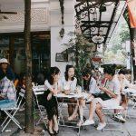 Bàn ghế gỗ xếp mini: Tiện lợi đôi đường khi mở quán cafe