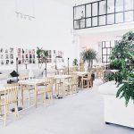Bàn ghế gỗ tạo điểm nhấn và phong cách cho quán cafe của bạn