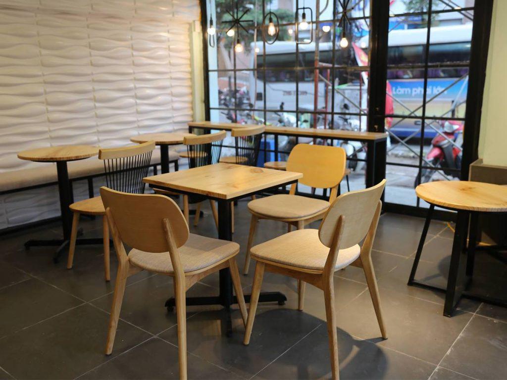 Bàn gỗ chân sắt chuyên dụng cho quán cafe