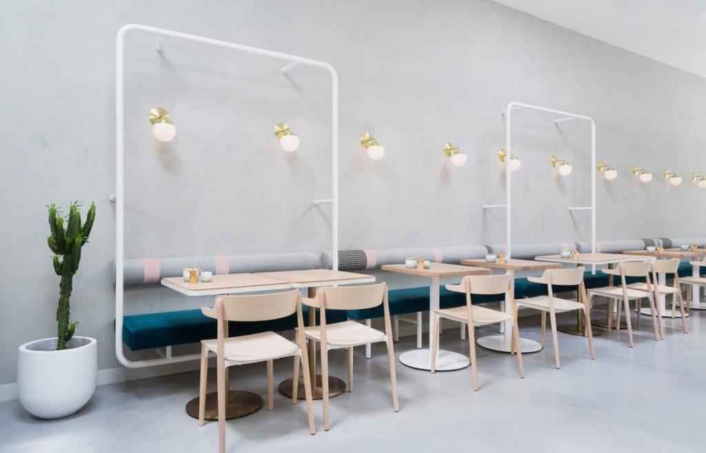 Quán cafe phong cách tối giản sẽ chỉ bài trí những đồ dùng cần thiết và đơn giản