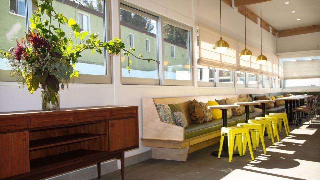 Thiết kế quán cafe phong cách Mid-Century là sự giao thoa hiện đại và cổ điển