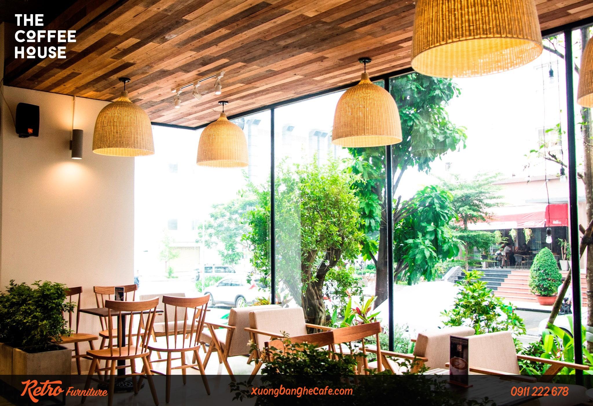 Bàn ghế quán cafe đẹp tựa lưng thanh gỗ