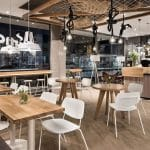 Phong cách Retro: Quán cafe nên chọn bàn ghế gỗ, nhựa hay bàn ghế sắt?