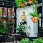 Kinh doanh cafe: Mở quán theo phong cách riêng hay nhượng quyền?