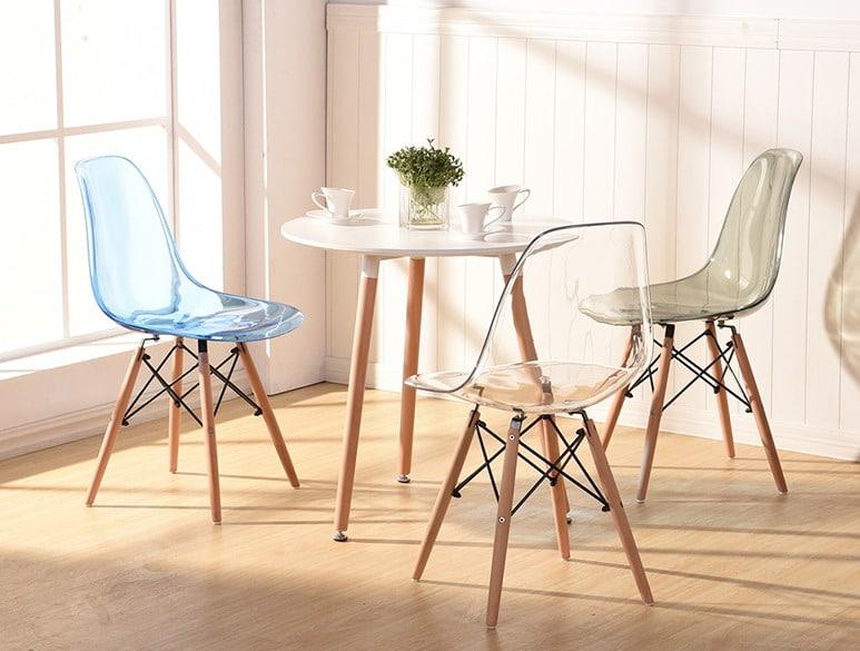 Mẫu bàn ghế nhựa chân gỗ trong suốt