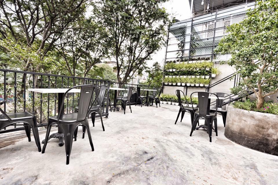 Cafe sân vườn đưa tâm hồn hòa quyện vào thiên nhiên