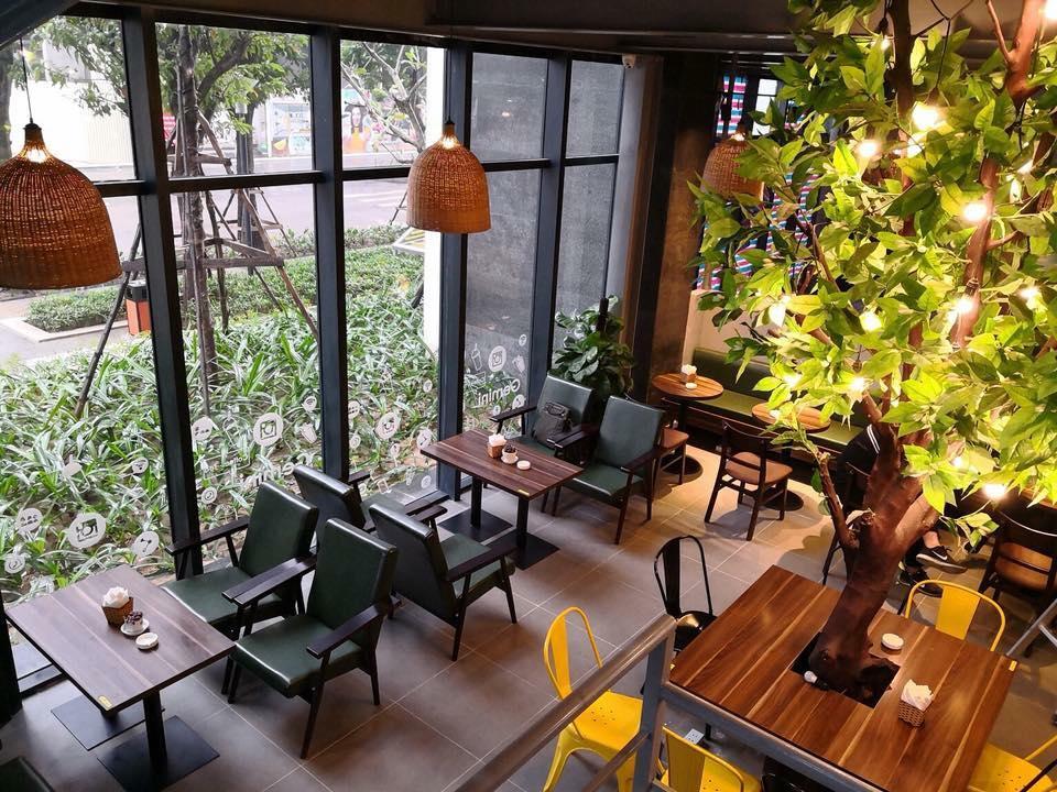 Bàn ghế gỗ đang trở nên thịnh hành hơn tại các quán cà phê