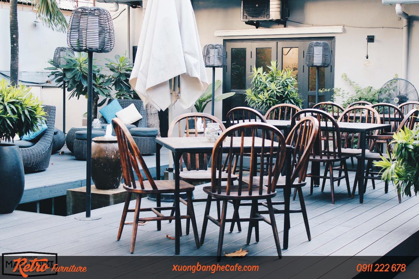 Bàn ghế cafe gỗ cho không gian ngoài trời