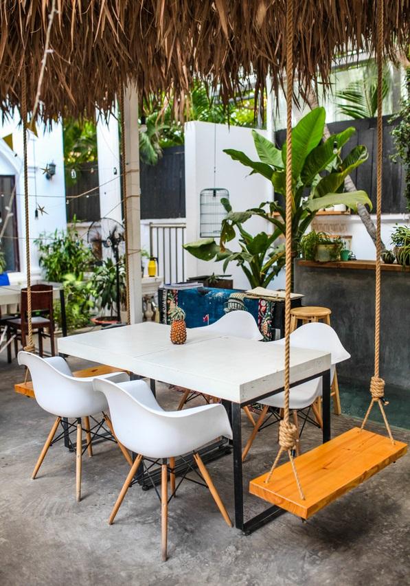 Mẫu bàn ghế cafe nhựa trẻ trung, năng động