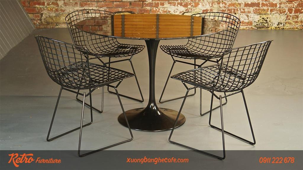 Ghế sắt cafe có thể đặt ở trong nhà hay ngoài trời