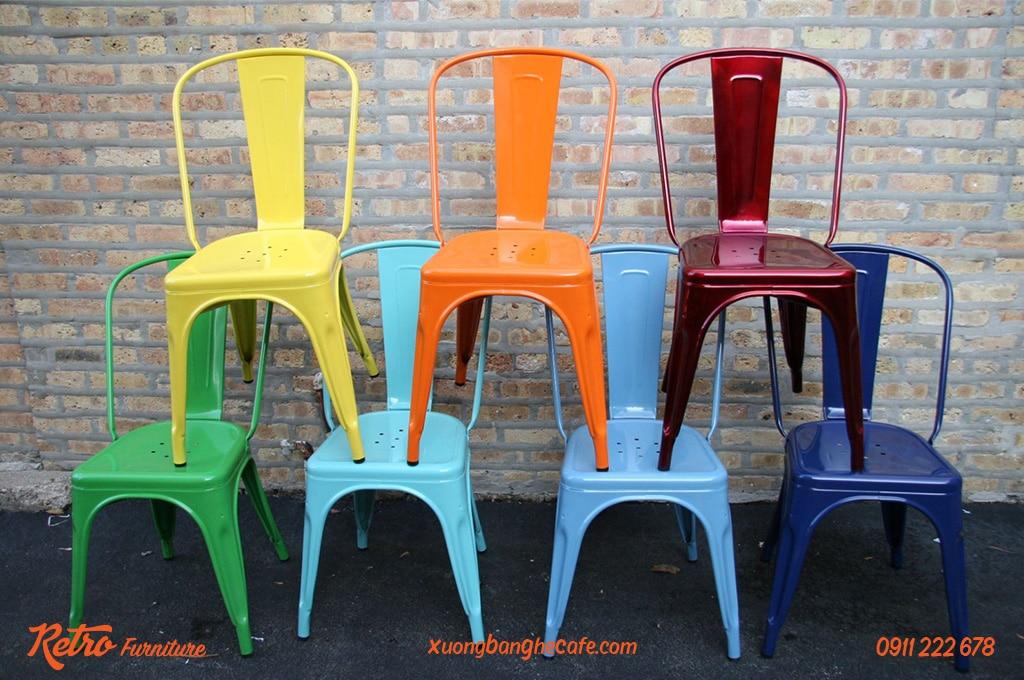 Màu sắc đa dạng cũng là một trong các ưu điểm của ghế sắt cafe