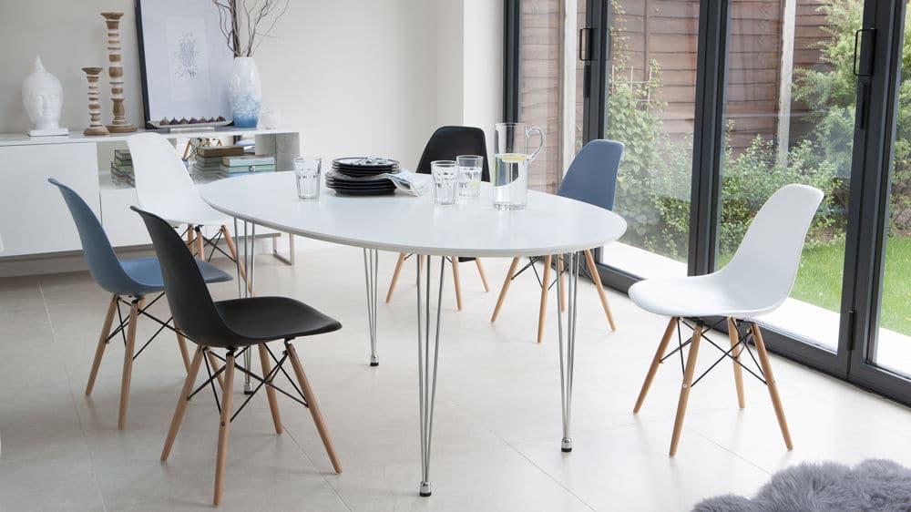 sử dụng bàn ghế nhựa cao cấp cho quán cafe