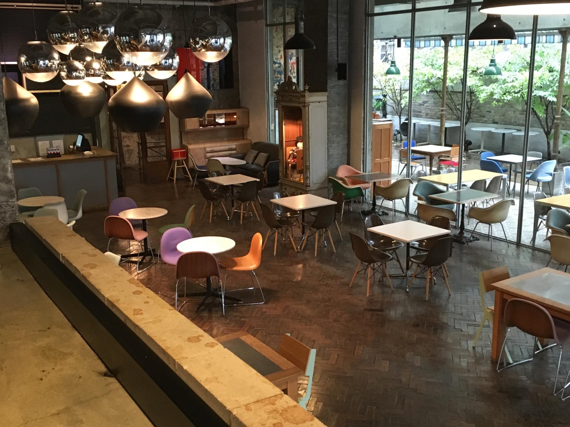 bàn ghế Eames - bàn ghế nhựa cao cấp