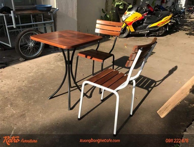 bộ bàn ghế chân sắt mặt gỗ đẹp