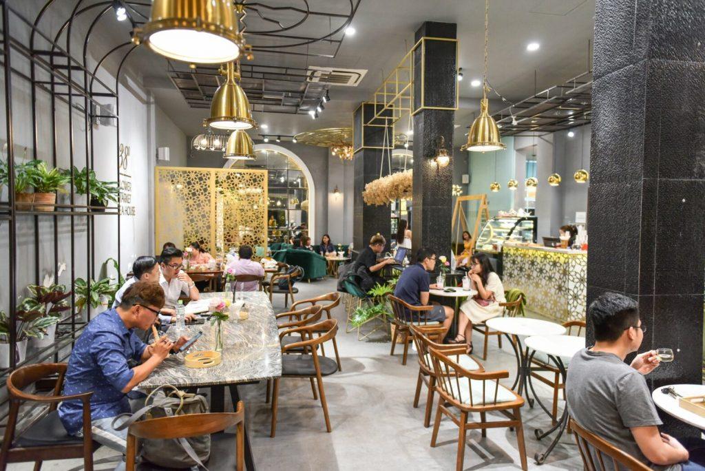 Khởi nghiệp quán cafe đang là xu hướng trong giới trẻ hiện nay.