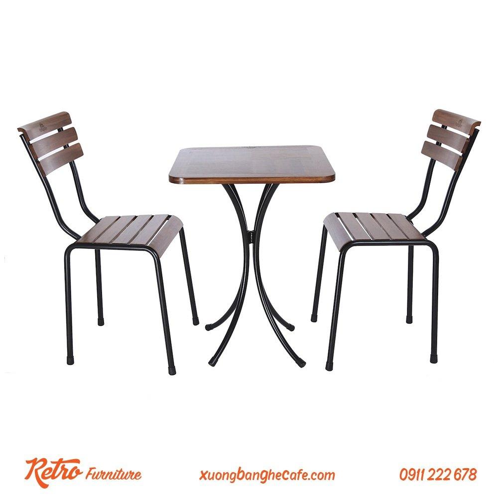 Bàn ghế khung sắt quán cafe sân vườn R03 thiết kế đơn giản nhưng vô cùng tinh tế.