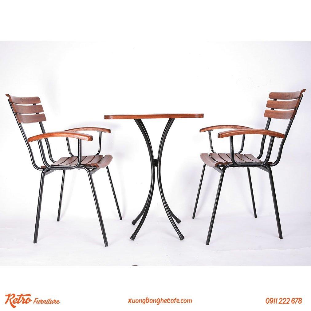 Bàn ghế khung sắt, cafe ngoài trời cao cấp R07 luôn mang lại cảm giác thoải mái.
