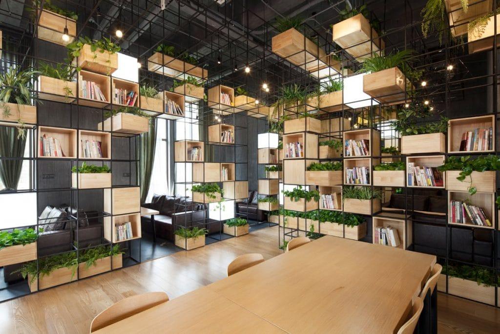Một góc trang trí nội thất của quán cafe phong cách thư viện