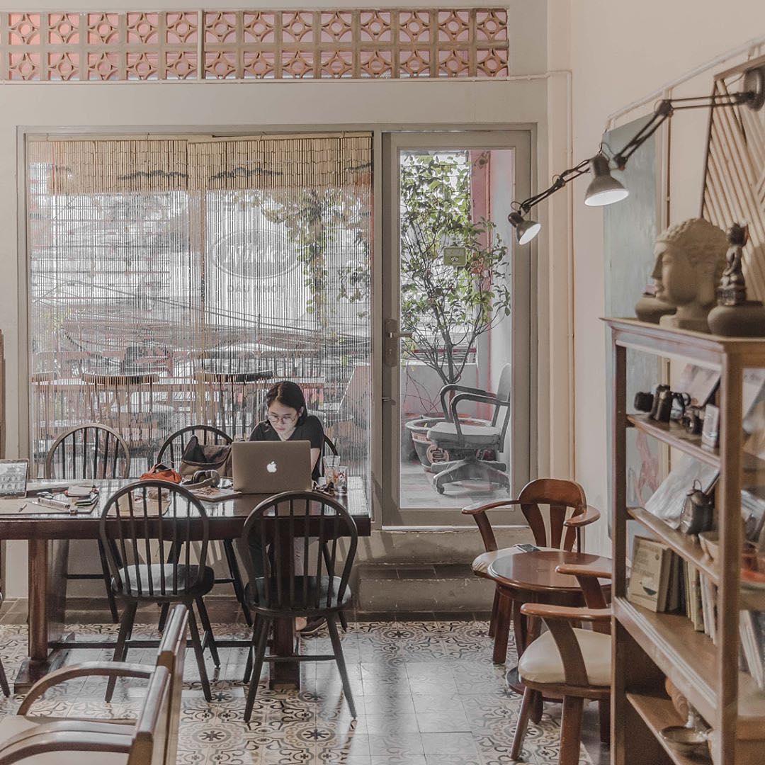 Không gian quán cà phê Retro ấm áp