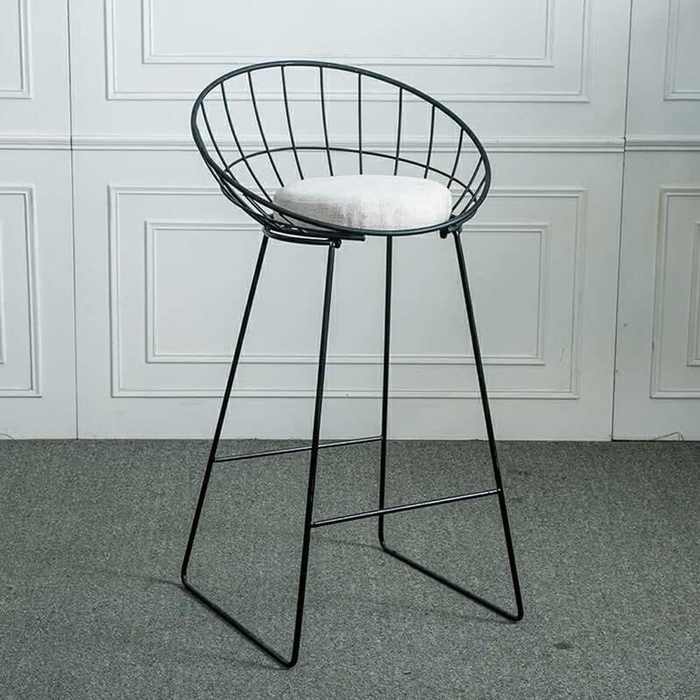 Thiết kế đơn giản, đệm ngồi êm ái