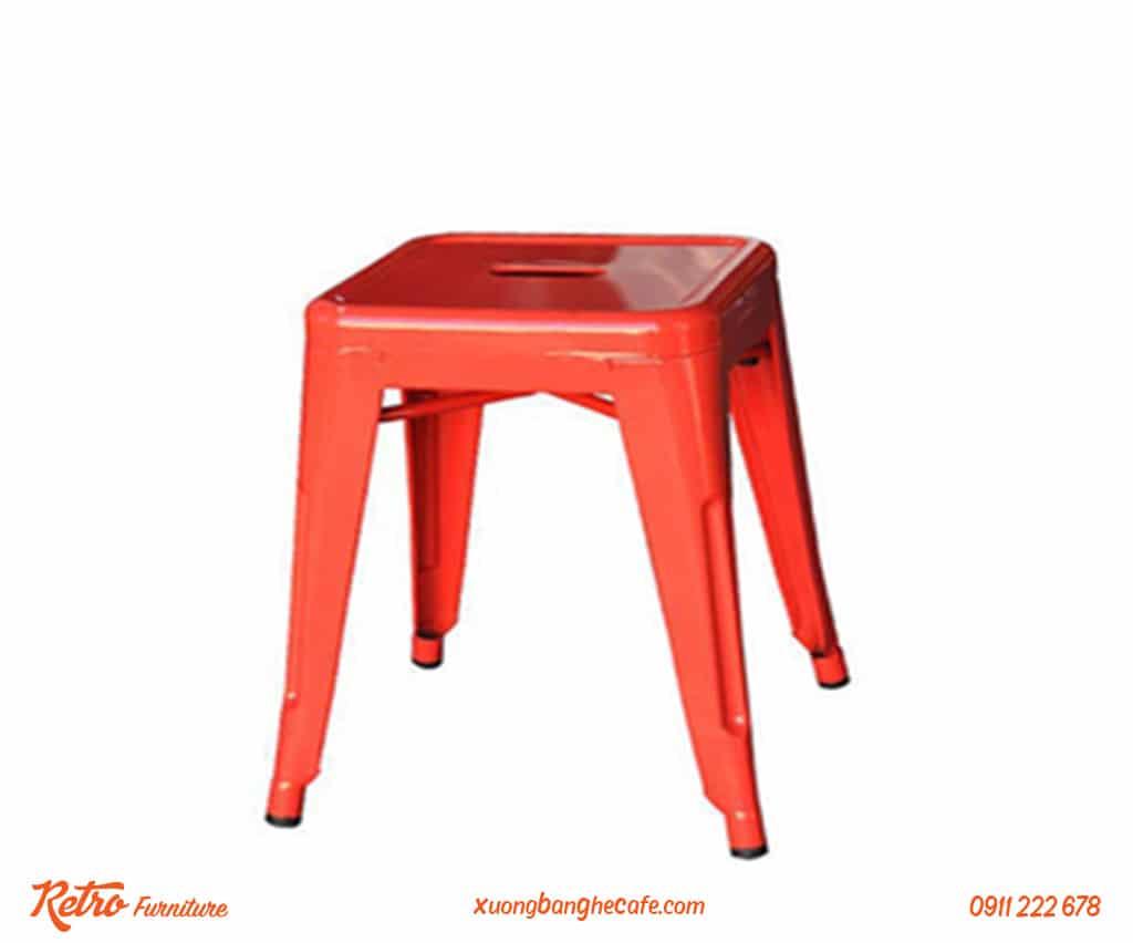 Ghế sắt chân ngắn sử dụng được ở nhiều góc cafe