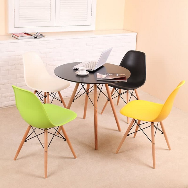 Retro Furniture luôn cập nhật những xu hướng và thị hiếu để làm mới sản phẩm của mình.